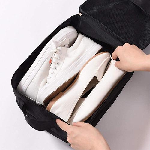 llevar zapatillas en el equipaje