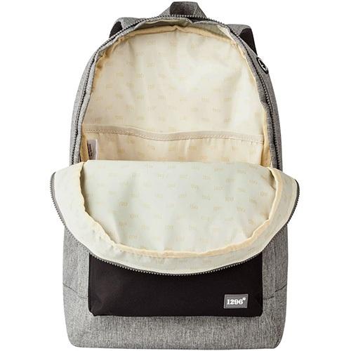 interior de una mochila